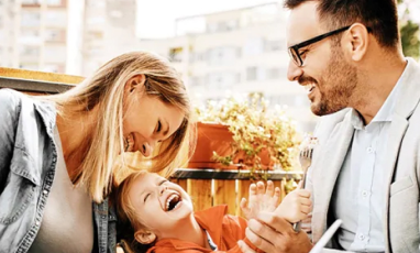 Man and women with kid on dating